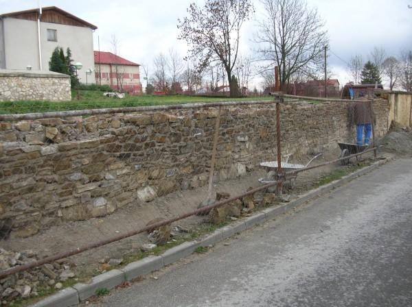 rekonštruovaná časť plota z 20.11.2014