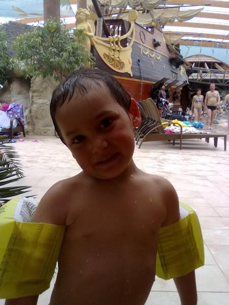 Filipko v bazéne